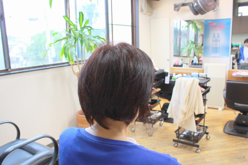 ご来店時 髪が多くえりあしが流れる